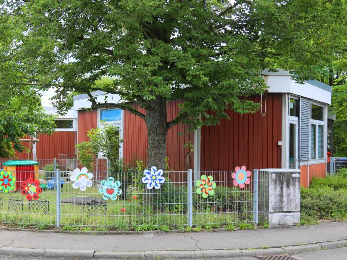 Aussenansicht des Kindergartens Breitenstein
